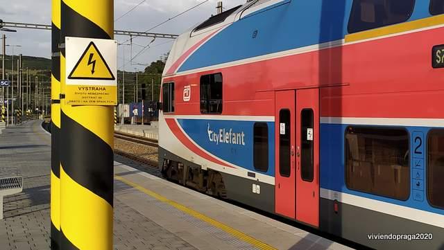Tren, estación