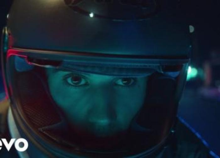 Justin Bieber – Hold On (Official Video)