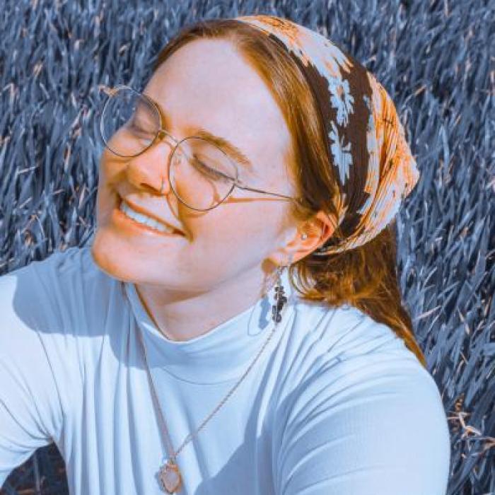 Up – Close with British Singer Sara Rayner