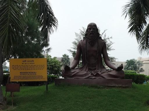 yOGA Estatua de Maharishi Patanjali en Haridwar, Uttarakhand, India