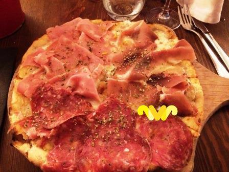 Pizza Misto Di Salumi. Premiata Fornería Ballaró.