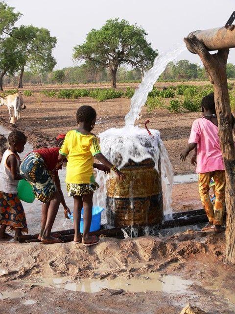 Geólogos del Mundo. Construcción de un pozo en la región de San (Malí)