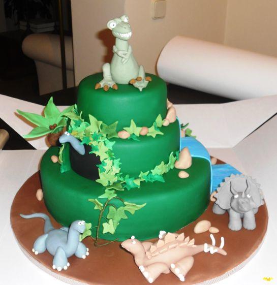 Tarta Dinosaurio. Carmen Moreno es una artista del diseño y decoración de tartas.
