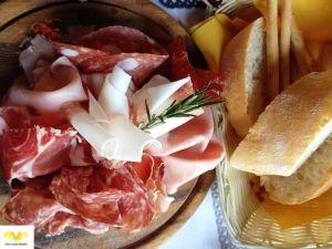 MILÁN. Salsamenteria di Parma. Salumi, Vini e Piatti Tipici.