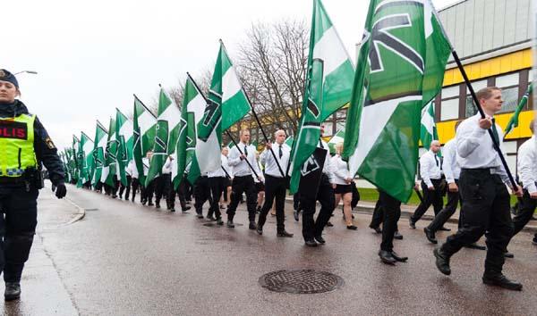 Resultado de imagen de musulmanes queman bandera sueca