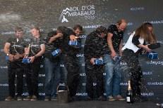 """L'équipage de """"Ladycat powered by Spindrift racing"""" en fête sur le podium. Photo: Oreste Di Cristino"""