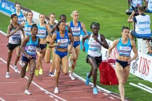 Selina Büchel lutte face à ses compères aux 800 mètres à Athletissima. © Oreste Di Cristino / leMultimedia.info
