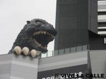 A ciertas horas ponen ruidos de Godzilla, aluciné cuando me tocó estar ahí.