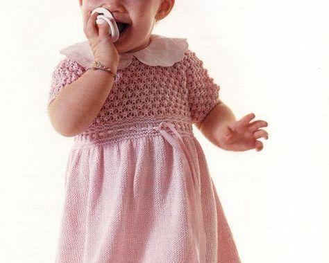Розовое платье для девочки на спицах