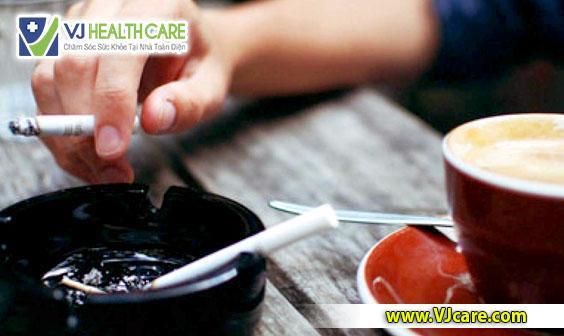 người bệnh rò hậu môn không nên hút thuốc lá, uống cà phê, bia rượu ASIA Health  Rò hậu môn kiêng ăn gì ? ng     i b   nh r   h   u m  n kh  ng n  n h  t thu   c l   u   ng c   ph   bia r     u ASIA Health