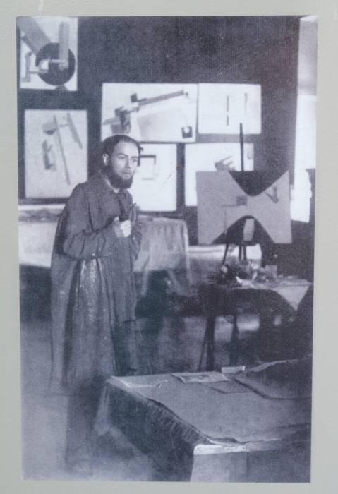 Лазарь Лисицкий в мастерской Народного художественного училища в 1920 году