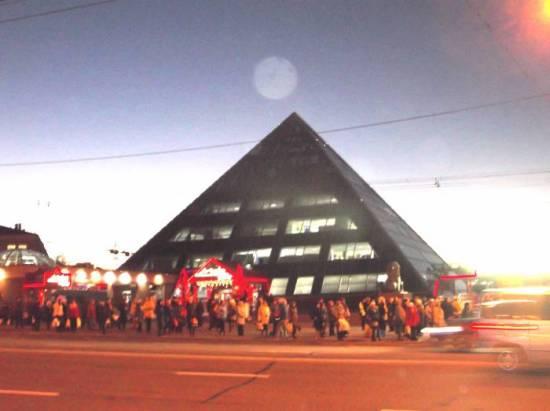 Plazmoid-nad-piramidoj