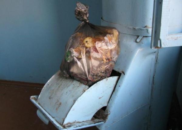 мусор, мусоропровод, пакеты с мусором