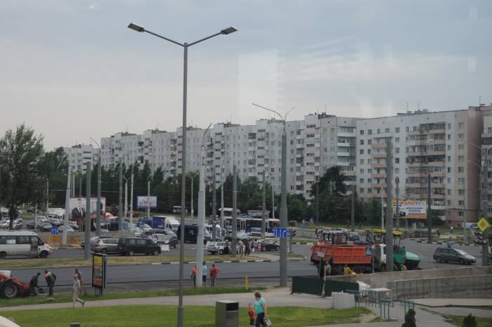 Вид сверху на пробку: по обеим сторонам перекрестка собирается большие очереди из машин. Фото Анастасии Вереск