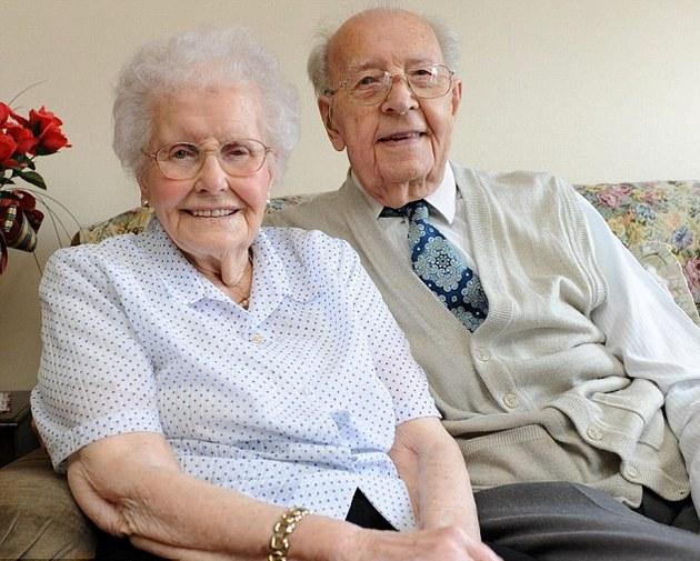 старики, брак