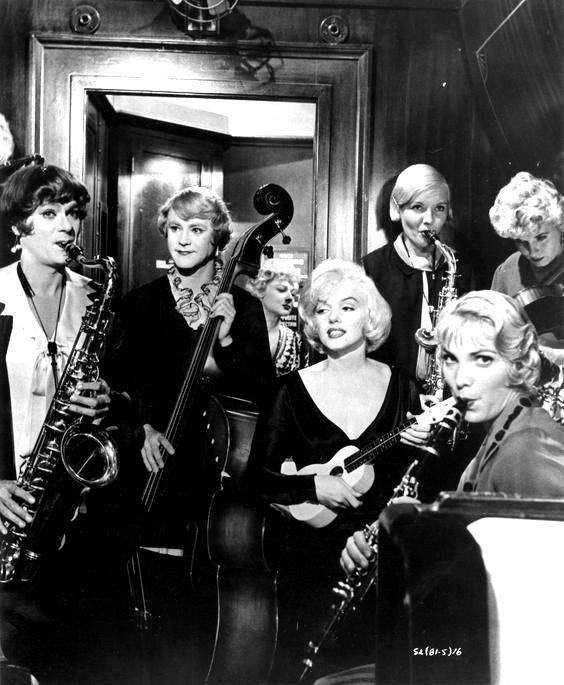 «В джазе только девушки»