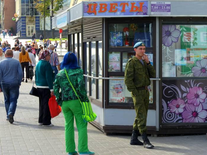 Город улица Ленина, киоск цветы