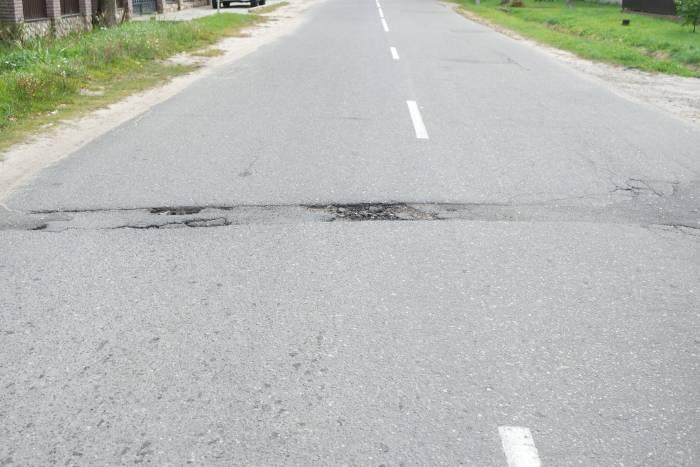 Вот такая яма на дороге, соединяющей дороги улицы Коммунистической и Ленина. Фото Александры Мирной
