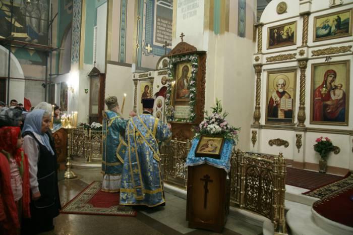 7 февраля у иконы Богоматери проходят божественные литургии. Фото patriarchia.ru