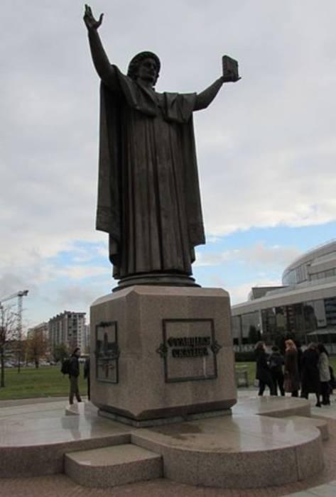 Памятник Франциску Скорине перед Национальной библиотекой Беларуси. Фото ru.wikipedia.org
