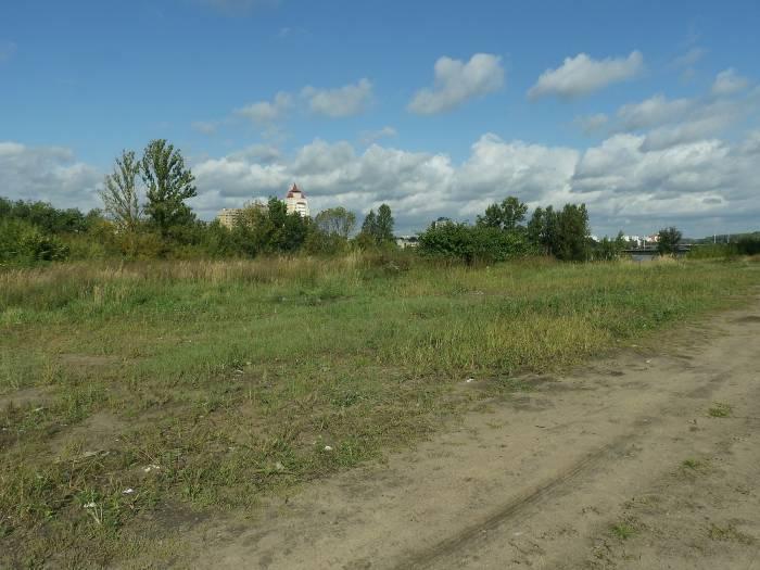 Здесь в начале 20 века находилось еврейское кладбище (территория за ТЦ «Беларусь». Фото Светланы Васильевой