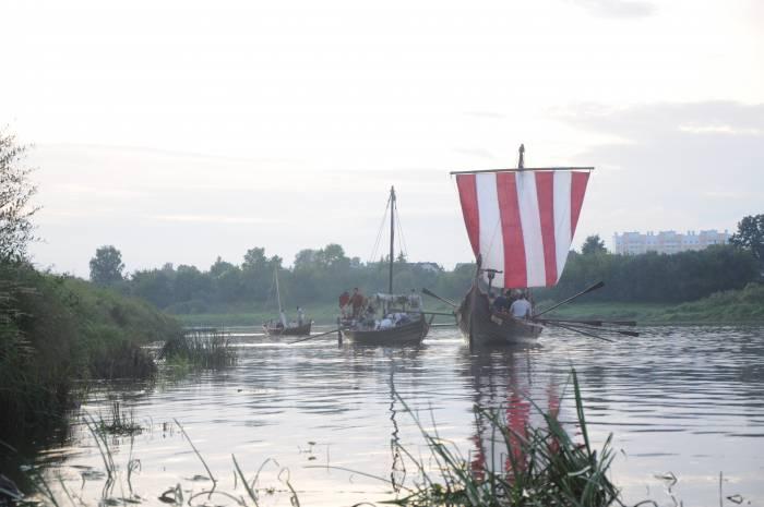 Ладьи на Западной Двине. Фото Анастасии Вереск