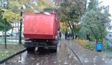мусоровоз пешеход
