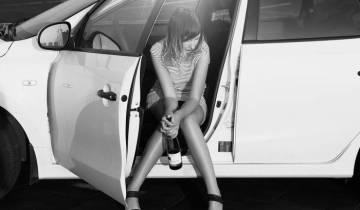 девушка бутылка авто