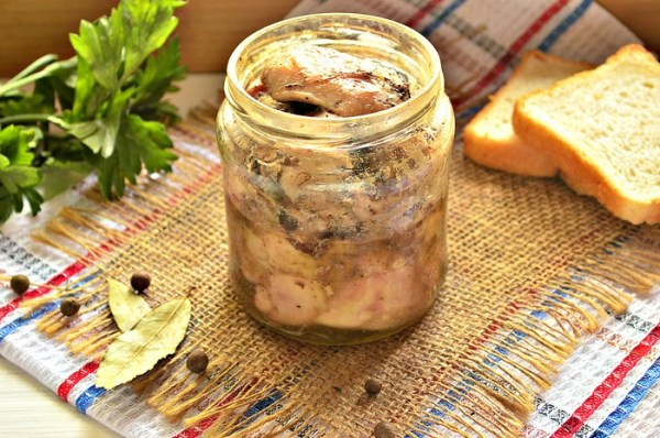 Тушенка на зиму из окорочков - рецепт с фото