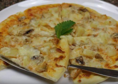 Havaijin pizza kana, sienet ja ananast kotona
