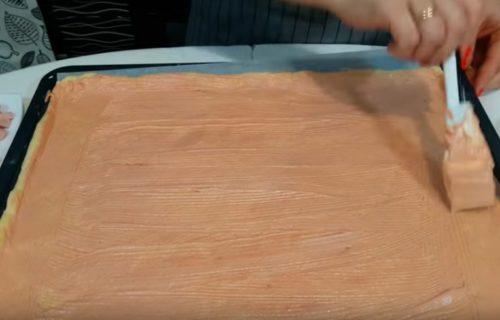 Deliciosa pizza casera con salchicha hervida