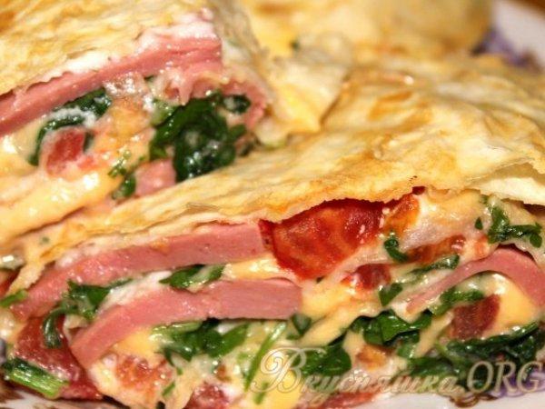 Рулет из лаваша с сыром, колбасой и помидорами в духовке ...