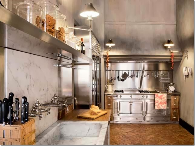 Industrial kitchen in an Italian apartment