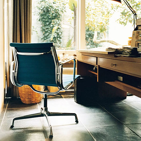 Eames Aluminium Group chair in the home office