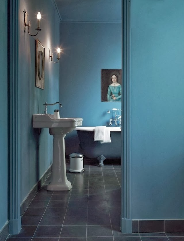 Bleu bathroom (notice the Vipp dustbin?)