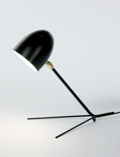 MDE-CCT An elegant triangular base supporting a slender, straight arm and cylindrical shade allows this deceivingly simple lamp
