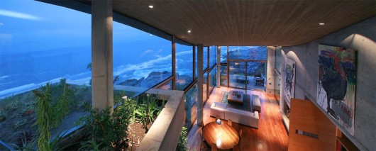 Beach house in Chili designed by Raimundo Anguita via ArchDaily