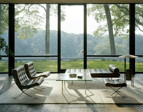 I love this whole, very Miesian setting, the furniture, the bare to the bones structure of the house and then that amazing view