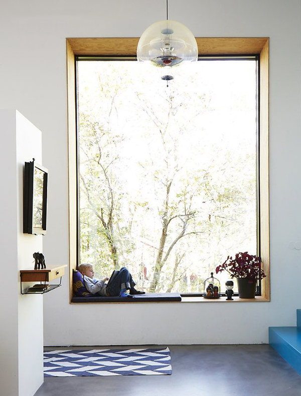 Large window with deep windowsill-seat - via Coco and Kelley