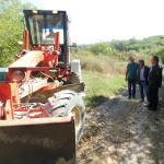 Завршни радови на насипању локалних путева у општини Владимирци