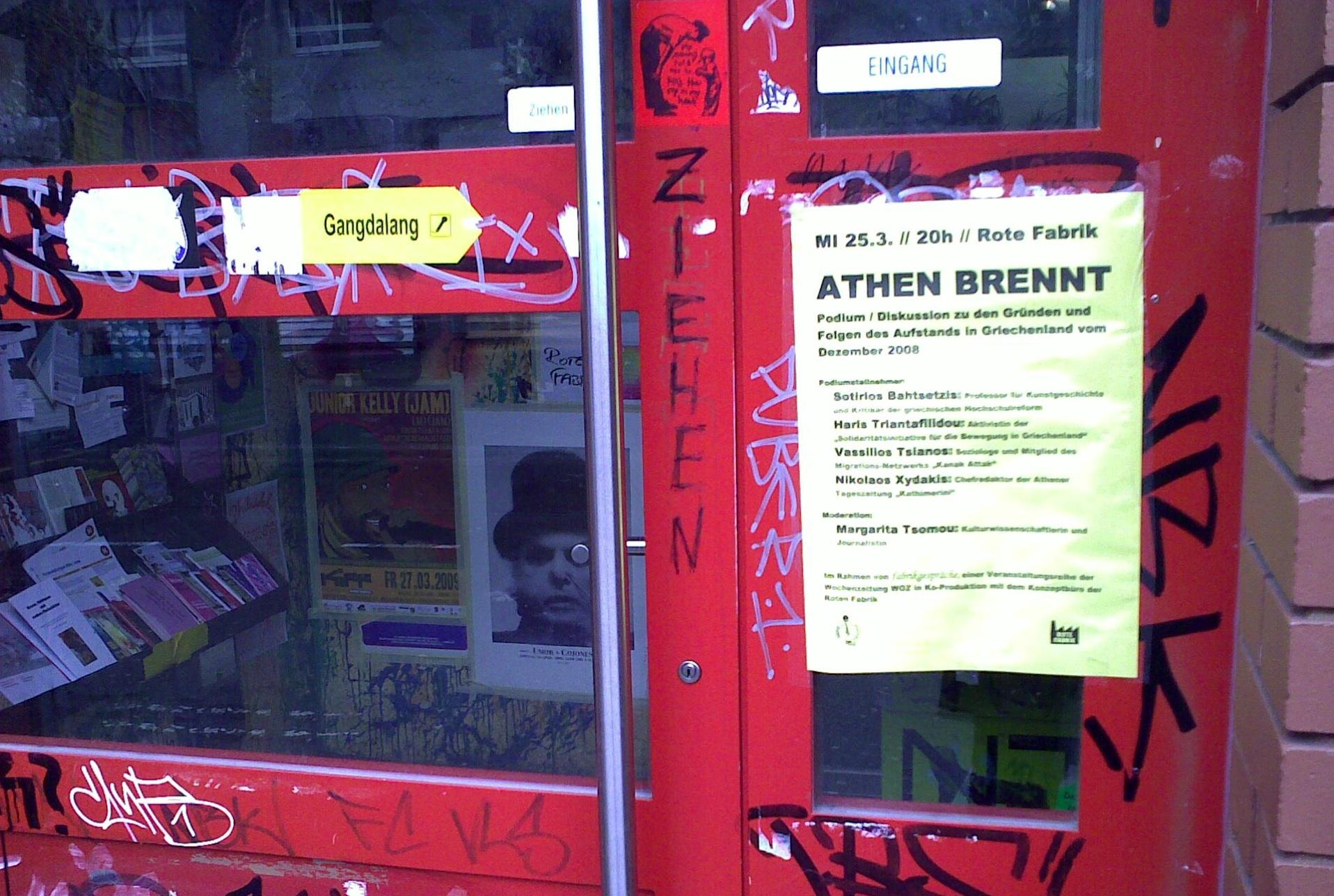 Athen brennt. Am Rote Fabrik.