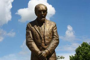 Todor Skalovski monument in Skopje.