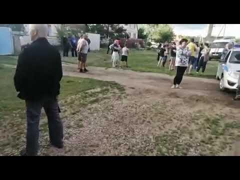 v-markse-voditel-snes-musornye-baki-i-sbil-zhenshhinu-video