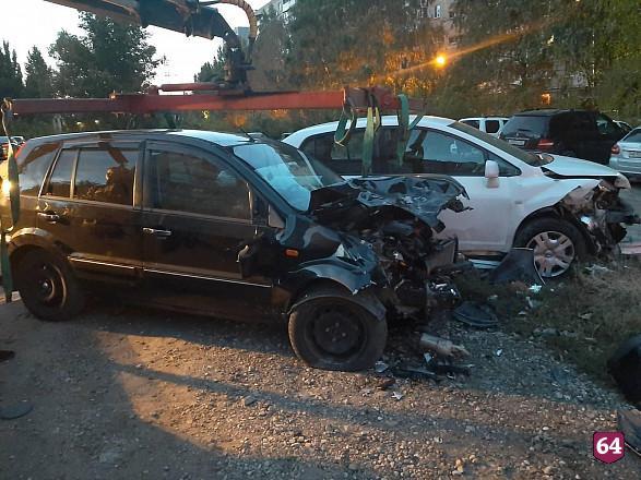 В Саратове водитель «Форда» протаранил 3 автомобиля