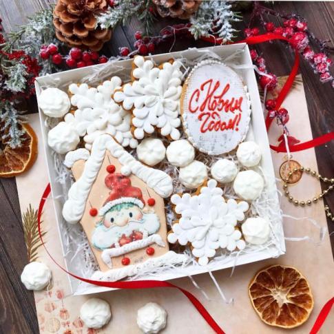 Набор новогодних пряников с меренгами «Санта, с Новым годом!»