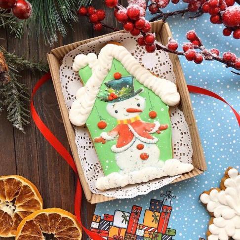 Новогодний имбирно-медовый пряник ручной работы в коробке «Снеговик»