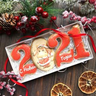 Новогодний набор из красных пряничных цифр 2021 с символом года