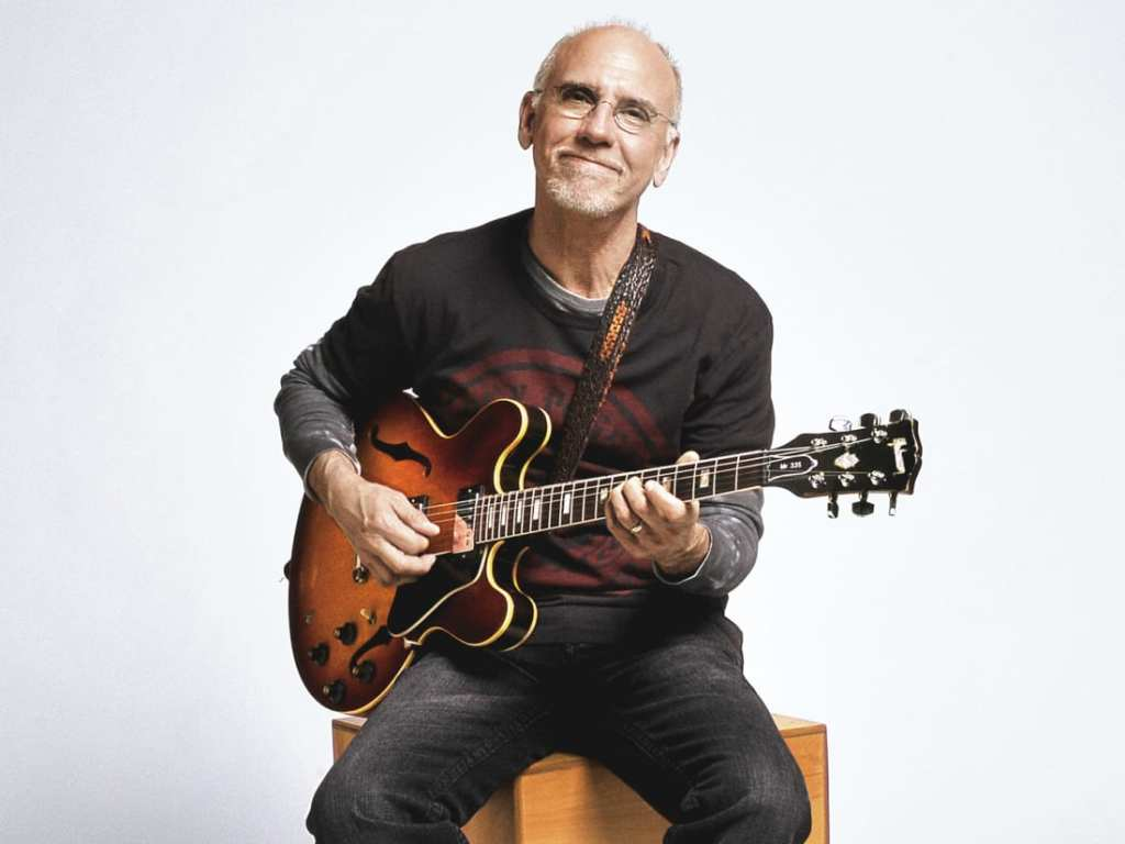 Photo of Larry Carlton