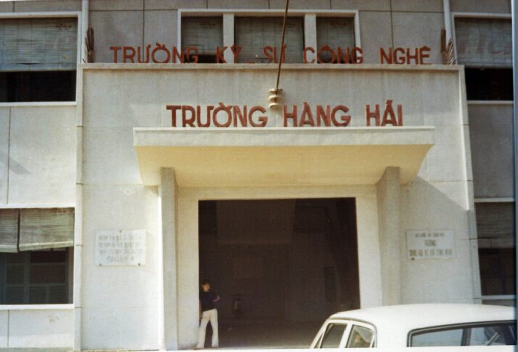 https://i1.wp.com/vnhanghaiphap.free.fr/wp-content/uploads/2017/03/Truong-Viet-Nam-H%C3%A0ng-Hai-1-1024x695.jpg