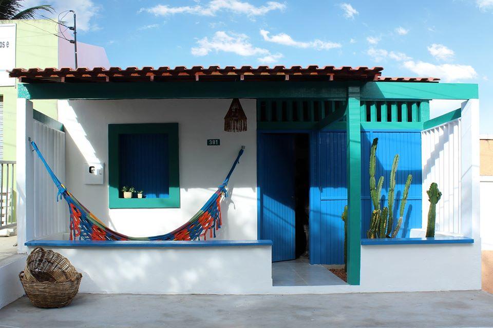 Cải tạo căn nhà cấp 4 hoang tàn cũ nát thành không gian màu xanh biển ấm cúng với ánh sáng tự nhiên ngập tràn - Ảnh 2.